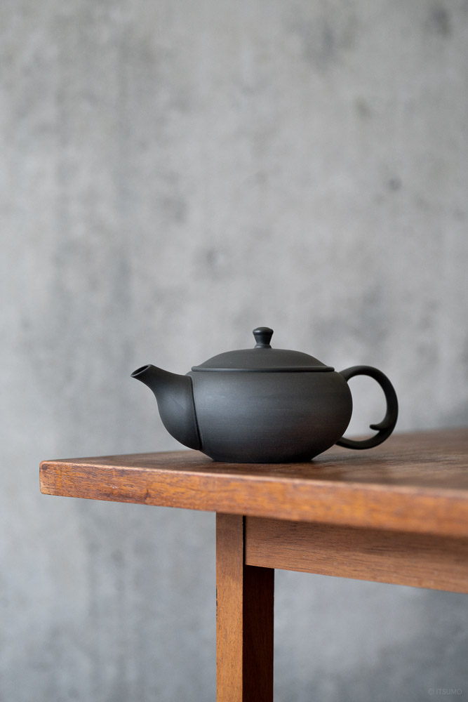 Oval Teapot with Back Handle