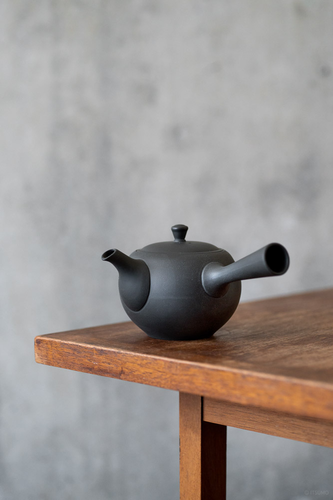 Round Teapot with Side Handle